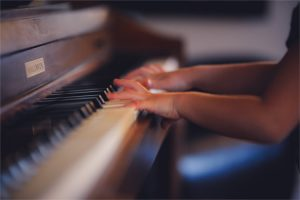 Kids Piano Lessons Birmingham - Child playing piano