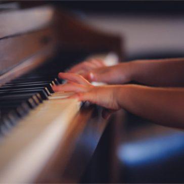 Kids Piano Lessons Birmingham - Child playing piano