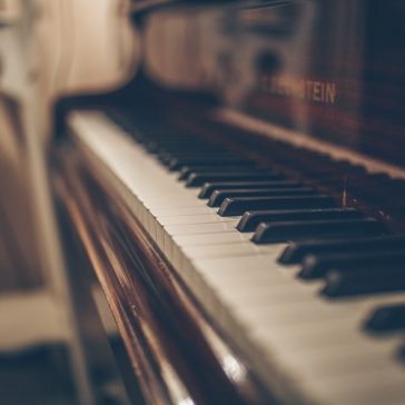 Piano Lessons for Kids Cahaba Heights - Picture of a Piano with the keys showing.